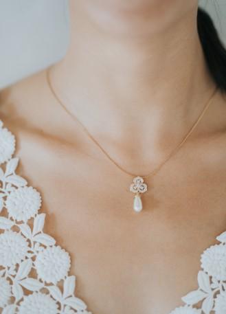 """""""Grâce"""" collier de mariée avec pendentif fleur et perle"""