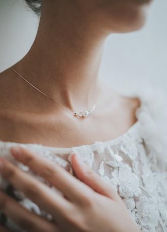 """""""Célestine"""" Collier de mariée avec perles nacrées et cristal"""