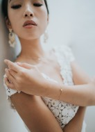 "Bracelet mariage ""Lana"" avec pierre sertie fine et discrète"