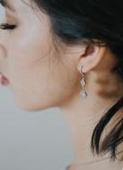 """Boucles d'oreilles mariée """"Isaline"""" avec sertis rétros et trèfles"""