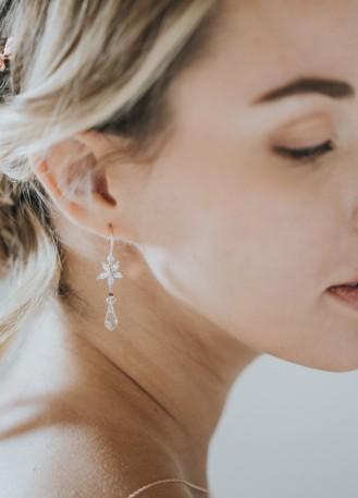"""Boucles d'oreilles mariée """"Noéline"""" avec fleurs et gouttes en cristal"""
