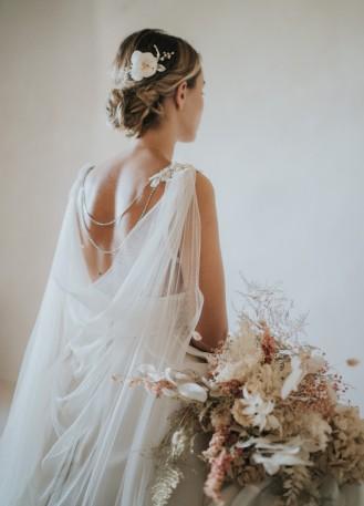 """""""Célia"""" Cape de mariée bohème en tulle de soie avec dentelle et strass"""