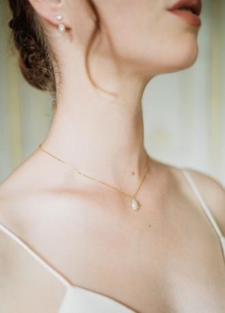 """""""Cléophée"""" Collier mariée discret avec pendentif perle strassé"""