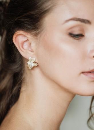 """Boucles d'oreilles mariée fleuries """"Aimée"""" avec perles nacrées"""