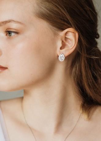 """Boucles d'oreilles mariée clou """"Mathilde"""" avec serti au charme rétro"""