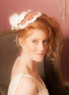 """Bibi mariée XXL """"Marie-Louise"""" avec fleurs, dentelle et plumes"""