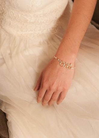 """Bracelet mariage """"Oui"""" avec perles et inscription Oui"""