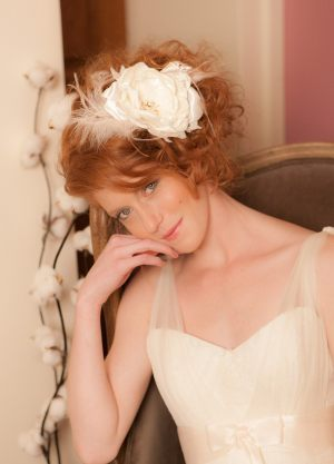 accessoire-cheveux-XXL-fleur-bohe_me-et-plumes