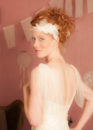 headband-en-dentelle-avec-plumes-et-voilette
