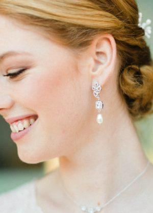 eliette-boucles-oreilles-glamour-chic-stras-perle-pendantes