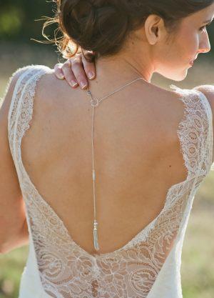 tessa-collier-bijou-de-dos-mariage-avec-pompon