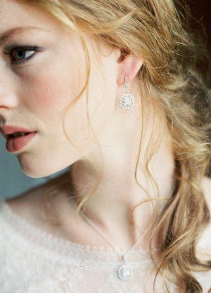 Eleonore-boucles-d-oreilles-esprit-retro-carre-strass