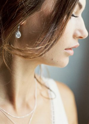 Victoria-boucles-d-oreilles-sertis-retro