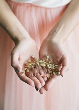 candice-peigne-mariage-delicat-fleur-cristaux-boheme-chic